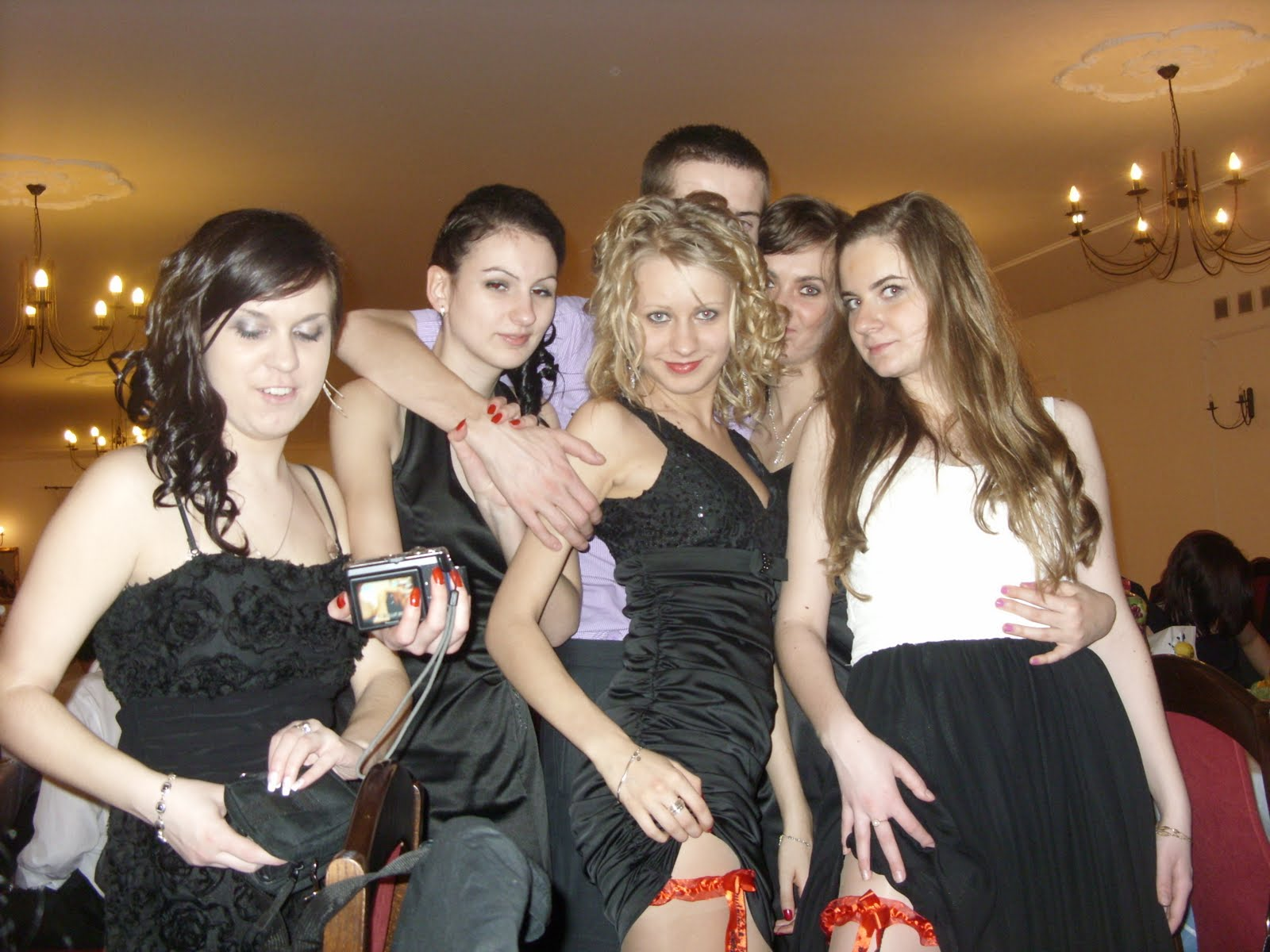 modna-sukienka-na-studniowke-8